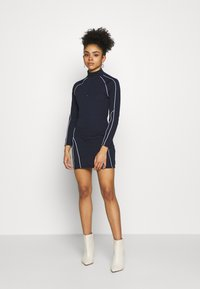 Missguided Petite - REFLECTIVE PIPING BODYCON MINI DRESS CODE CREATE - Vestido de tubo - navy - 1