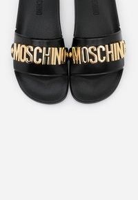 MOSCHINO - Mules - nero - 6