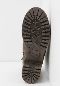 Dockers by Gerli - Šněrovací kotníkové boty - schlamm - 6