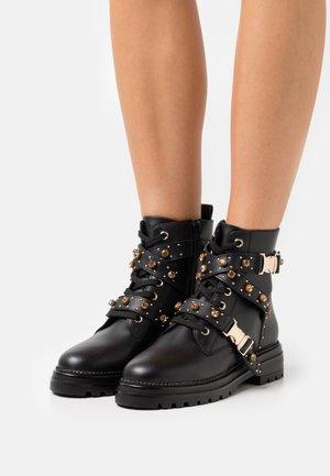 INDRA - Šněrovací kotníkové boty - black