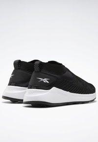 Reebok - EVER ROAD DMX SLIP ON 2 - Neutral running shoes - black - 7