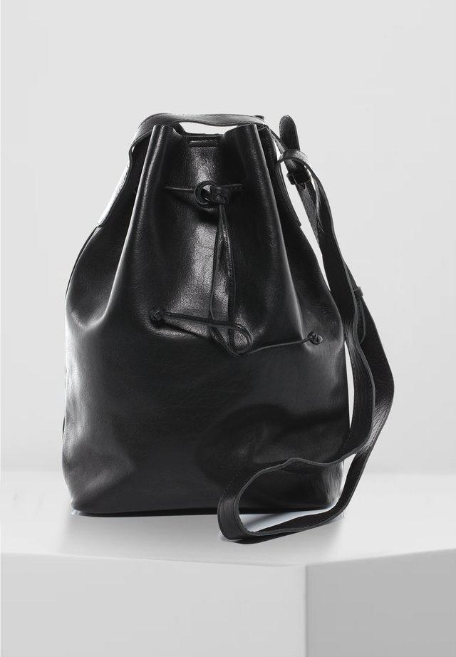 BEUTELTASCHE - PATTY - Across body bag - schwarz