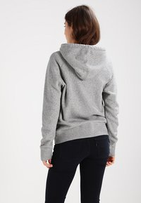 Levi's® - GRAPHIC SPORT - Mikina s kapucí - smokestack heather - 2
