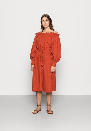 SENORITA OFFSHOULDER DRESS - Day dress - rooibos tea