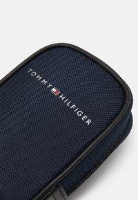 Tommy Hilfiger - ELEVATED CLIP ON POUCH - Klíčenka - blue - 4