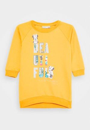NMFMINNIE TENDINA DRESS - Denní šaty - spicy mustard