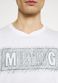 Mustang - ALEX PRINT - Triko spotiskem - off-white - 6