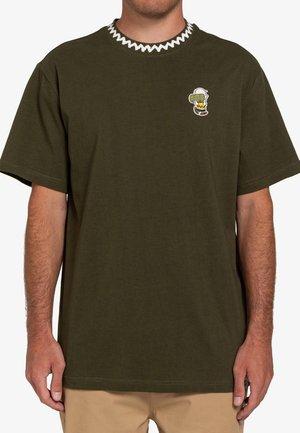 PEANUTS PATCHES  - Camiseta estampada - army