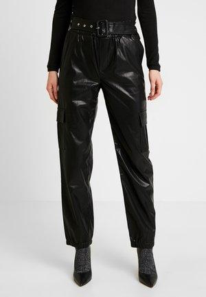 ONLDEBRA CARGO PANT - Bukse - black