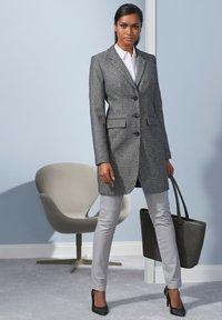 Alba Moda - Leather trousers - hellgrau - 6