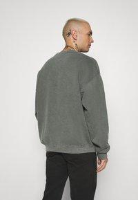 Topman - AIRES HERTIGAE - Sweater - khaki - 2