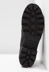 mtng - SAURO - Kotníková obuv - karma black - 6