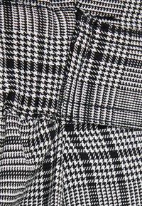 Bershka - MIT GÜRTEL  - Trousers - light grey - 3