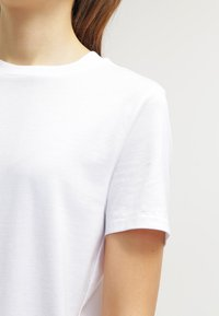 Selected Femme - PERFECT - Basic T-shirt - bright white - 4