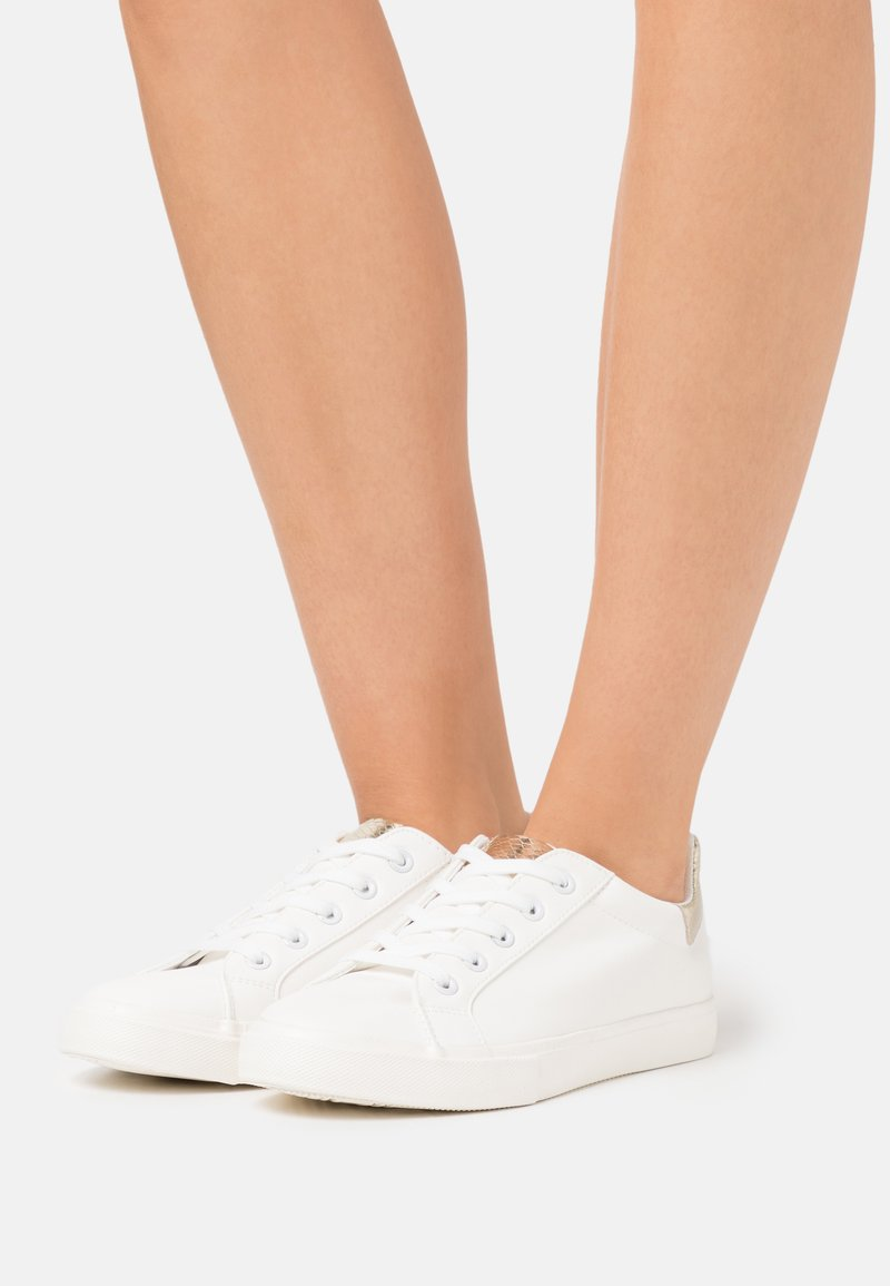 Dorothy Perkins Wide Fit - WIDE FIT INKY BACK TAB SPORT - Sneakers laag - gold