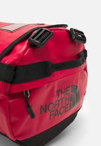 The North Face - BASE CAMP DUFFEL S UNISEX - Sports bag - red - 7