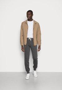 Pier One - Teplákové kalhoty - mottled dark grey - 1