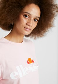 Ellesse - ALBANY - Print T-shirt - light pink - 3