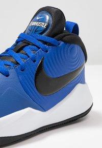 Nike Performance - TEAM HUSTLE D 9 UNISEX - Basketballschuh - game royal/black/white - 2