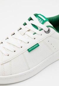 Jack & Jones Junior - JRBANNA - Trainers - white/green - 5