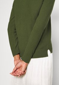 Marc O'Polo - LONGSLEEVE BASIC WITH ROUNDNECK - Jumper - lush pine - 5
