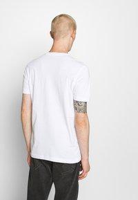 Diesel - DIEGOS - Camiseta estampada - white - 2