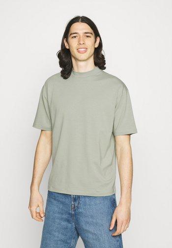 MOCK NECK RELAXED - T-shirt - bas - green