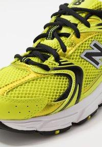 New Balance - MR530 - Matalavartiset tennarit - yellow - 8