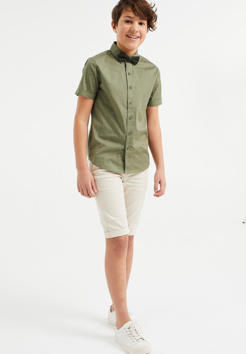 WE Fashion - DESSIN - Camicia - moss green