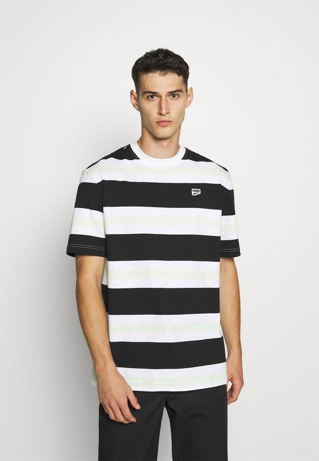 DOWNTOWN STRIPED TEE - Camiseta estampada - white