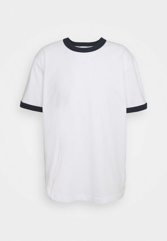 RINGER TEE - Jednoduché triko - white