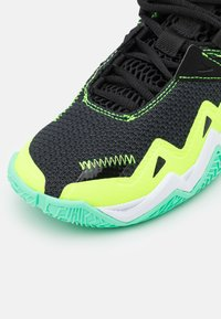Jordan - WESTBROOK ONE TAKE UNISEX - Basketbalové boty - black/volt/white/green glow - 5