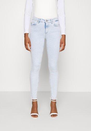 ONLBLUSH LIFE MID RAW  - Jeansy Skinny Fit - light blue