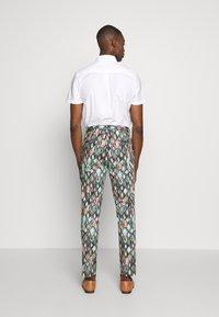Bertoni - BLOCH TROUSER EXCLUSIVE - Trousers - black - 2
