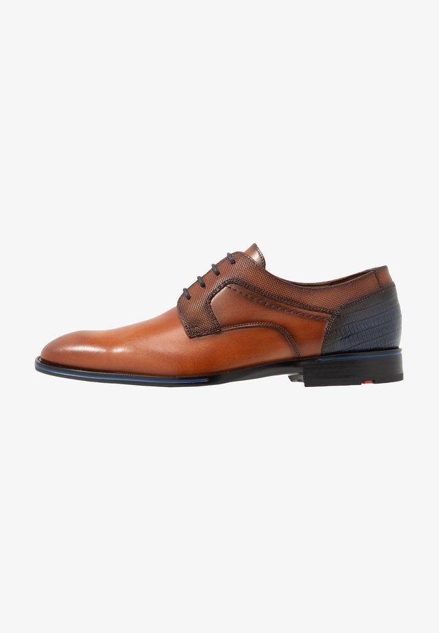 GILBERT - Zapatos con cordones - cioccolato/ocean