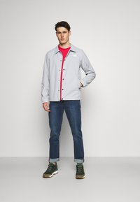 The North Face - REDBOX TEE - T-shirt con stampa - rococco red - 1