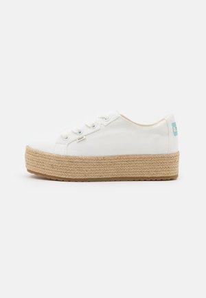 CASSIAH VEGAN - Volnočasové šněrovací boty - white