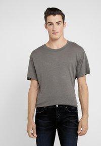 Iro - JURUS - Basic T-shirt - dark grey - 0