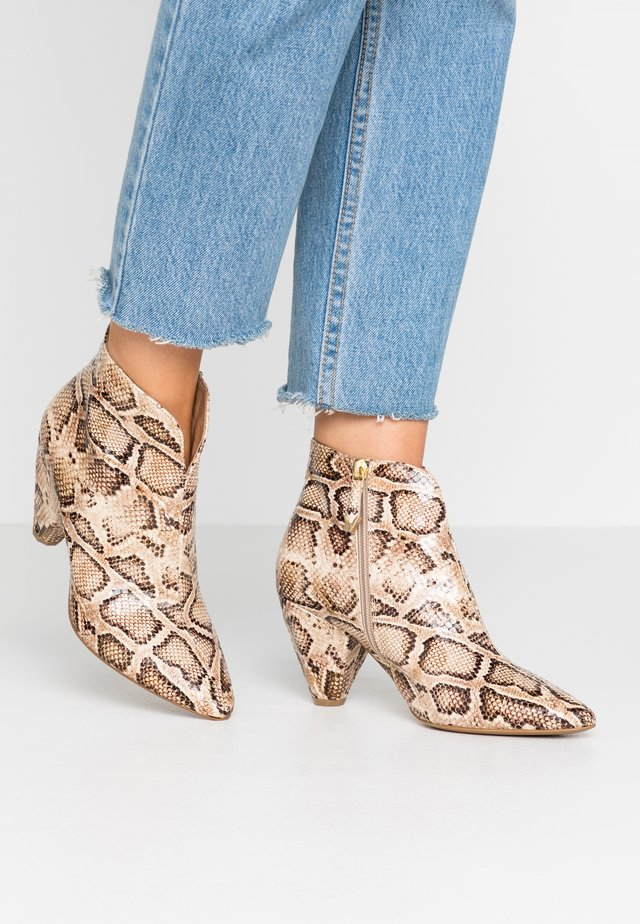 Ankle Boot - patos canapa