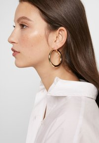sweet deluxe - CREOLEN SCHLICHT - Earrings - gold coloured