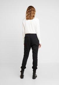 adidas Originals - R.Y.V. CUFFED SPORT PANTS - Verryttelyhousut - black - 2