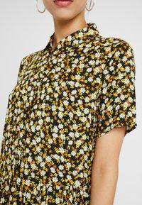 PIECES Tall - PCLALA SS DRESS - Shirt dress - black/small flowers - 6