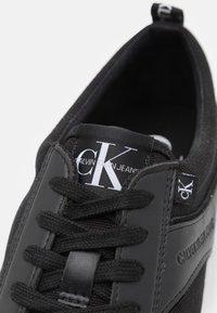 Calvin Klein Jeans - LACEUP MIX - Tenisky - black - 5