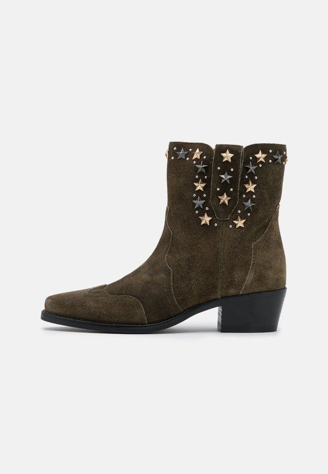 STAR STUDS - Cowboy/biker ankle boot - dark olive green
