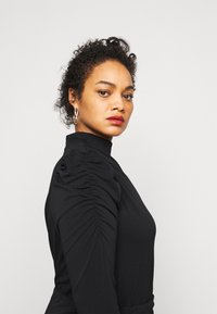 Vero Moda Curve - VMJAYDA SHORT DRESS BOO - Pouzdrové šaty - black - 3