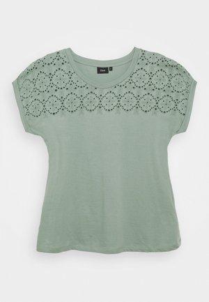 VSOFIA - Print T-shirt - chinois green