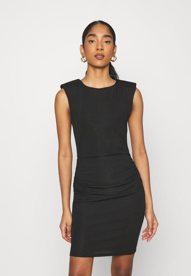 Topshop - SHOULDER PAD BODYCON - Vestido de tubo - black