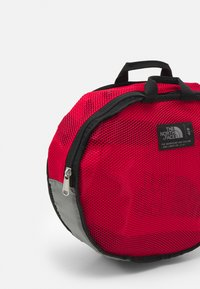 The North Face - BASE CAMP DUFFEL S UNISEX - Sports bag - red - 3