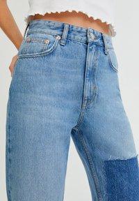 PULL&BEAR - MIT PATCHWORK - Jeans straight leg - blue - 3