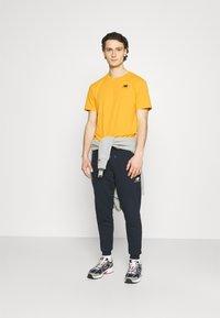 New Balance - ESSENTIALS EMBROIDERED TEE - Basic T-shirt - aspen - 1